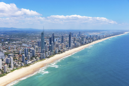 Foto de Sunny aerial view of Surfers Paradise looking inland on the Gold Coast, Queensland, Australia - Imagen libre de derechos