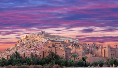 Photo pour Panorama of Ait Benhaddou Casbah near Ouarzazate city in Morocco, Africa - image libre de droit
