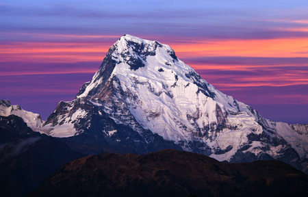 Photo pour Panorama of mount Annapurna South at sunset - view from Poon Hill on Annapurna Circuit Trek in the Nepal Himalaya - image libre de droit